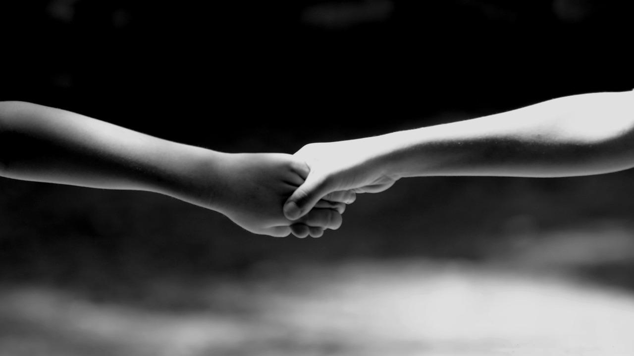 Come sostenere una persona in lutto